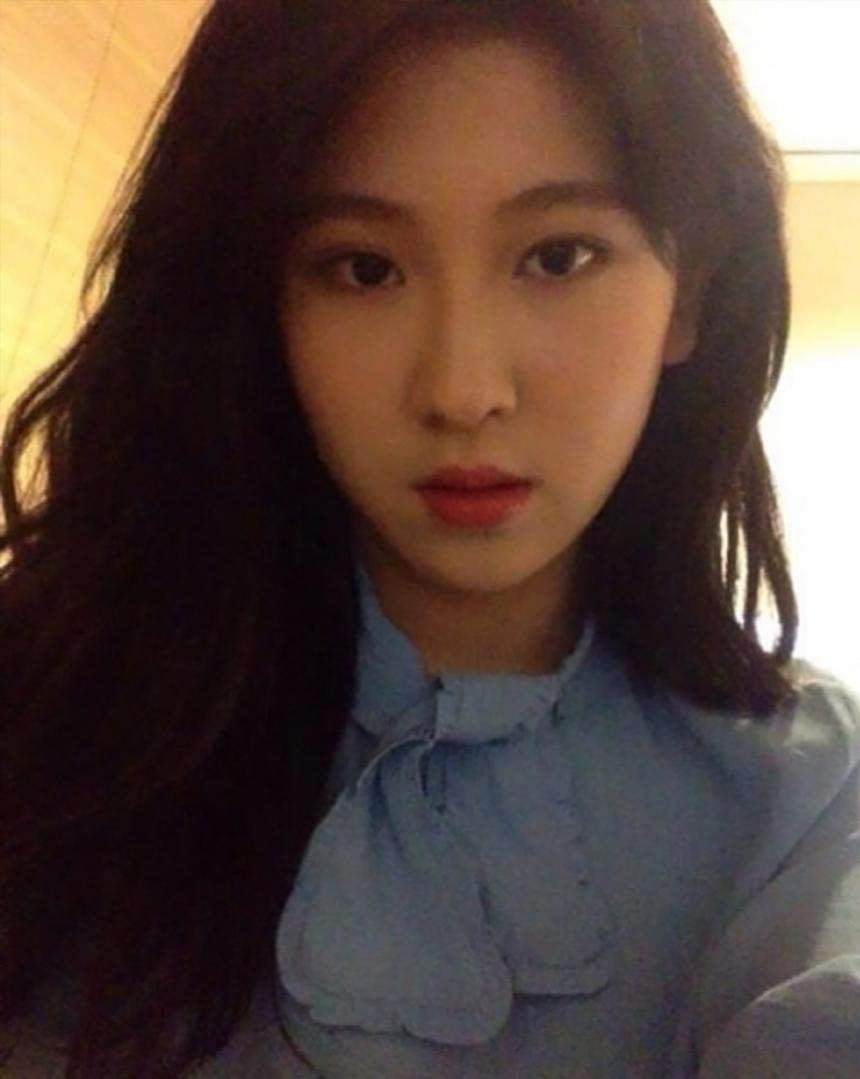 最近真的完全美貌升級的白藝潾,包辦詞曲回歸的《Bye bye my blue》也一樣是拿下過音源榜的第一…看來JYP今年蟬連去年音源榜冠軍,是已經可以說很穩了啦!