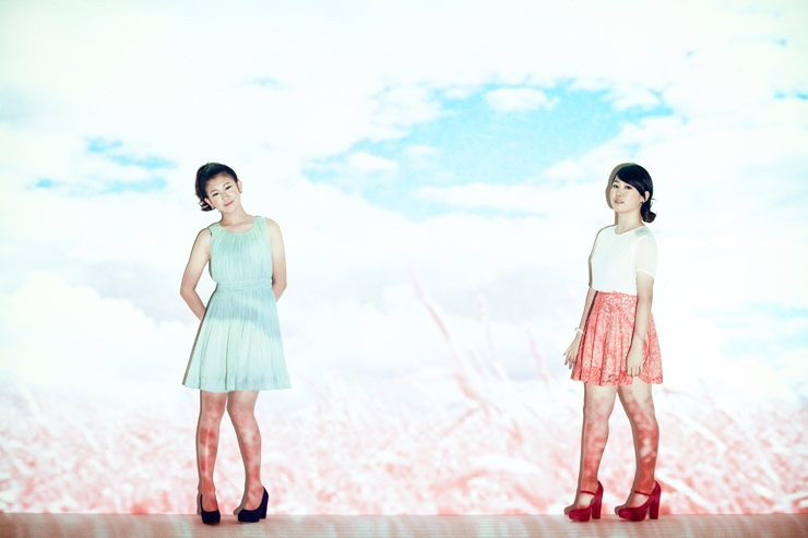沒錯~~「她」就是朴智敏啦!朴智敏之後成為了JYP旗下的女歌手,並和白藝潾組成雙人女子團體-15&,雖然兩人都是實力派的歌手,但一開始的定位錯誤,讓不少人都漸漸忘了朴智敏…