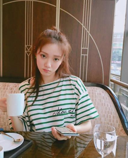 模特、演員兼歌手的李聖經,不僅高顏值,連性格也很爽朗,是韓娛圈有名的「 人脈富翁」。
