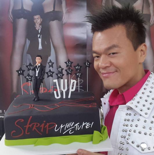 ①JYP娛樂公司代表 JYP 就算說JYP里大部分歌手的歌曲都是他製作的也不為過,連最近大熱的UNNIE'S的主打歌《Shut up》也是他的作品。不僅是歌曲,JYP連編舞也很厲害。