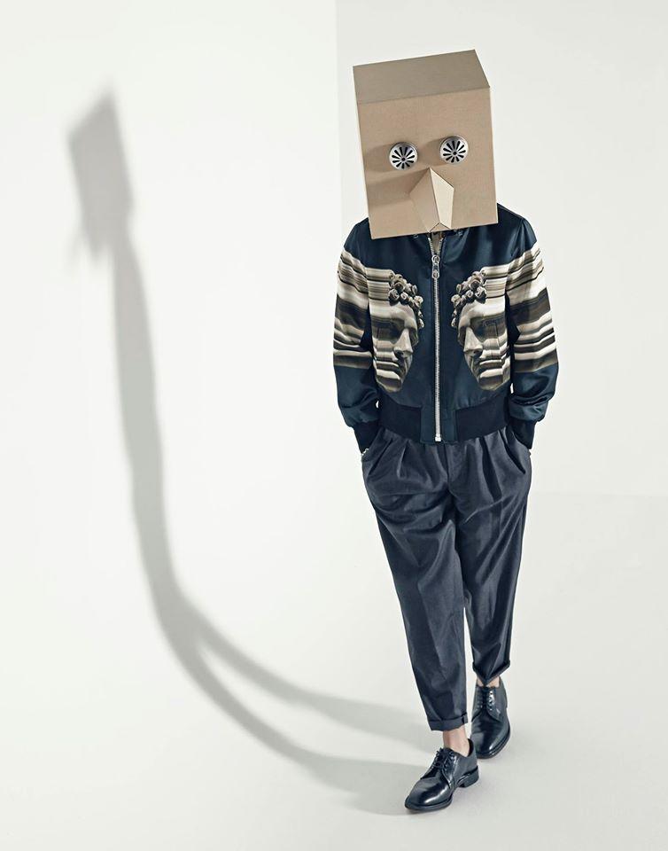 ④箱子假面Primary 代表作:《睡了嗎》(feat.Dynamic Duo)、《See Through》(feat.Gaeko,Zion.T),《Rubber》(feat.吳赫) Primary的象徵-箱子假面,他在節目中也曾表示過戴上箱子才能順利工作,就像眼鏡一樣的存在。