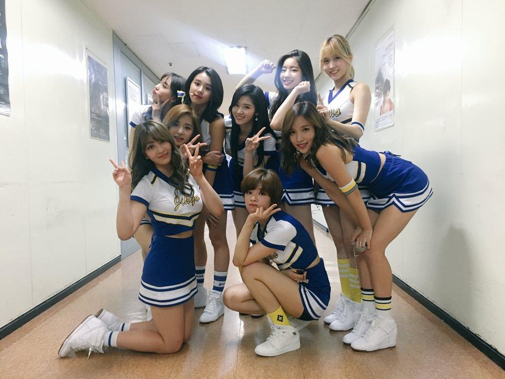 雖然 JYP 可以說是女團名家,只要出手打造女團就能創下輝煌紀錄,但是TWICE對JYP來說仍然是非常重要的里程碑