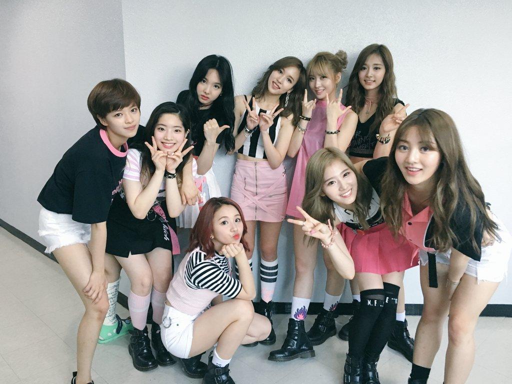 雖然在TWICE中的日籍成員出道前,韓國樂壇許早就有日籍成員的蹤跡,像是日韓混血的康男,甚至是和演員黃正音一同以女團身份出道的成員亞由美(ICONIQ)。但因為日韓間複雜的關係,以及日本自成市場,因此在韓國活動的日籍偶像其實並不多。