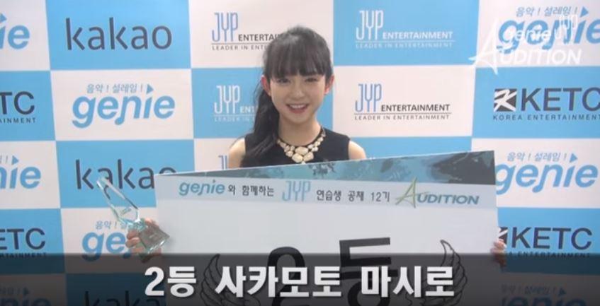 她就是今年初在JYP和音源下載網站Genie合作推出的公開第12期公開甄選中,以第二名資格得到JYP練習資格的坂本舞白