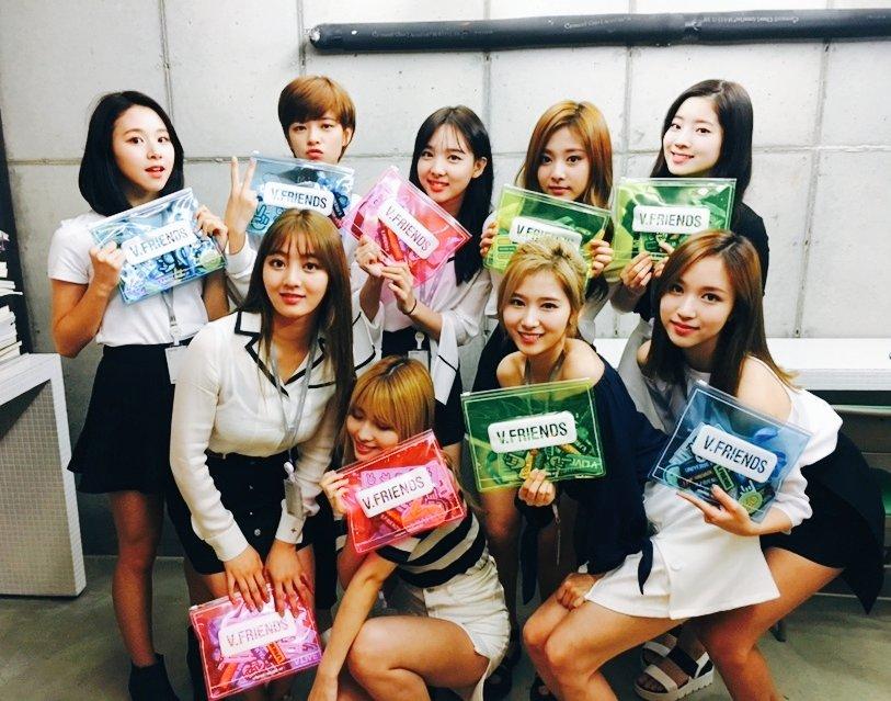 而外界也一直有傳聞,因為《Sixteen》的大成功,JYP下一次的女團也相當有可能透過選秀方式打造,以坂本舞白現在的人氣及外界對她的關注來說,確實很有可能是下屆JYP女團的有力人選喔!