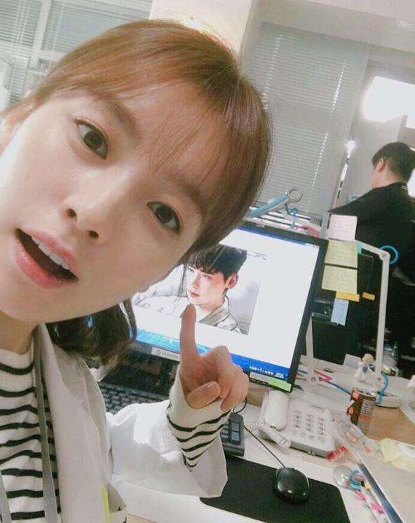 最近討論度超高的韓劇《W》,女主角韓孝周不僅是自然大方的演技得到觀眾們的喜愛,可愛又美麗的外貌也不斷受到稱讚♥