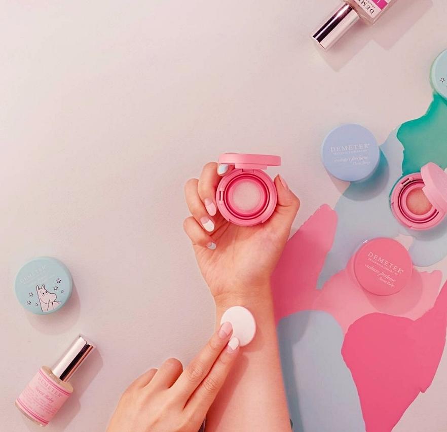 新推出的氣墊香水不只小小一顆、攜帶方便,就連香味也很持久