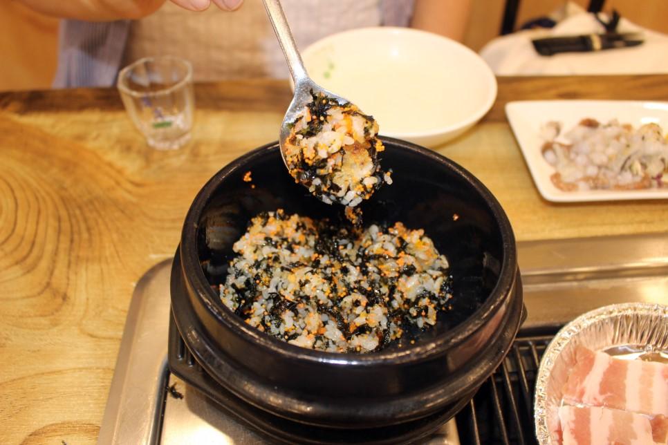 海鮮拌飯更是不手軟的加入了大量的魚子,吃下去「波波波」魚卵爆開的口感,真的很特別!